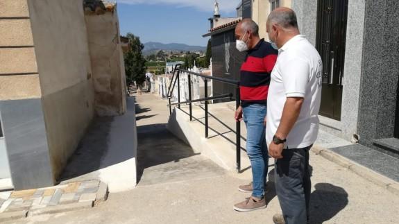 Imagen de los trabajos en el cementerio municipal de Mula