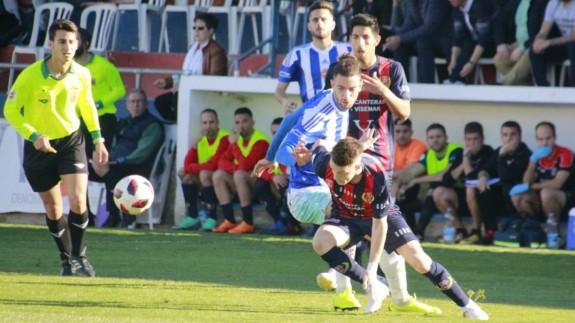 El Yeclano defiende el primer puesto ante el Lorca Deportiva. Foto: Yeclano Deportivo