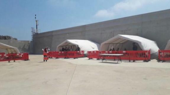 Carpas instaladas en Escombreras para atender a los inmigrantes. CEDIDA