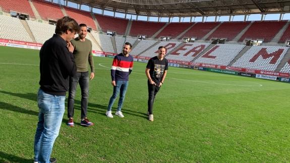 El entrenador de El Palmar y los jugadores en el Enrique Roca de Murcia.