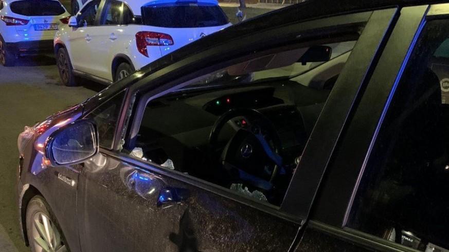 Estado en el que quedó el coche tras la agresión.