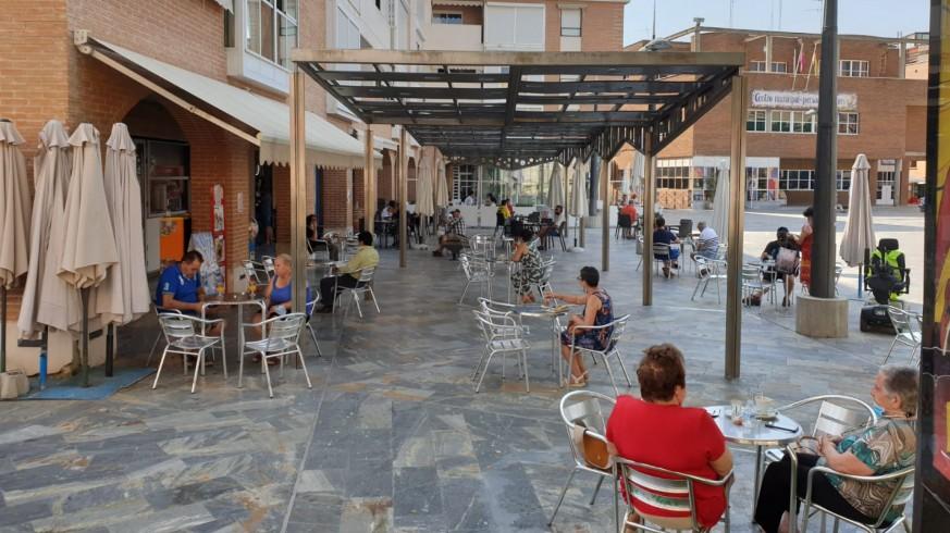 Plaza de la Balsa Vieja, a mediodía.