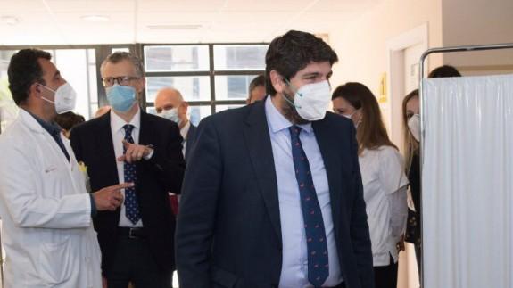 López Miras durante su visita esta semana al cnetro de Salud de Alcantarilla
