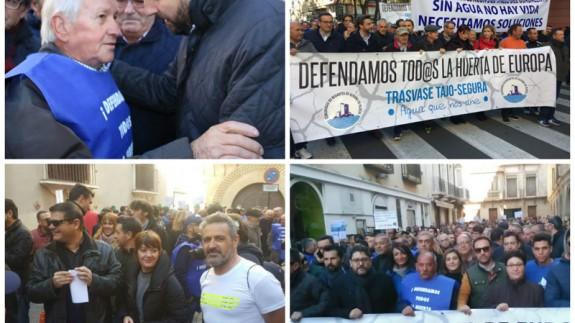 Gobierno y partidos políticos junto a agricultores y regantes en la manifestación celebrada en Murcia