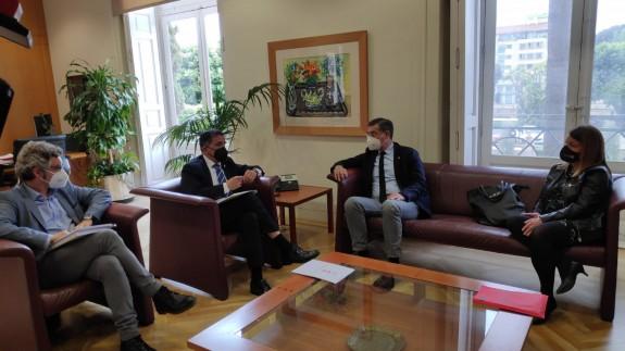 Reunión del alcalde de Murcia, José Antonio Serrano y el rector de la UMU, José Luján. ORM