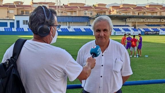 Alfonso García, siendo entrevistado por Jaime Zaragoza