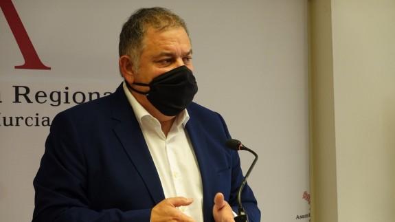 Lucas Jiménez, tras su intervención en el parlamento murciano. ASAMBLEA REGIONAL