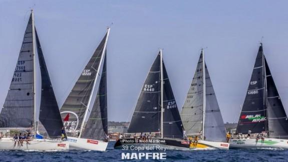 El Carmen, segunda embarcación por la izquierda. Foto: Nico Martínez / Copa Rey Vela