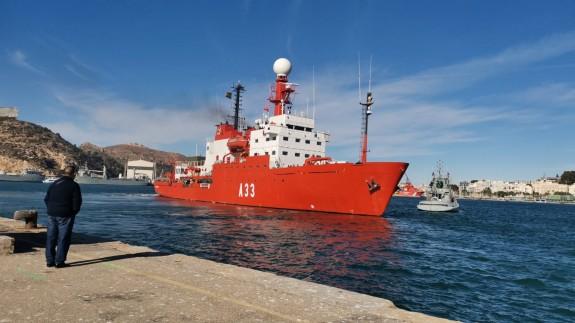 El Hespérides partiendo del puerto de Cartagena (archivo). ORM