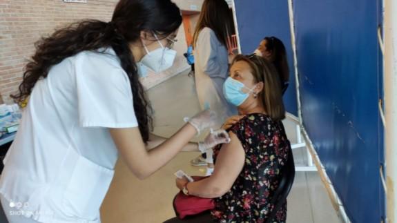 Vacunación de la primera dosis de AstraZeneca a docentes. ORM
