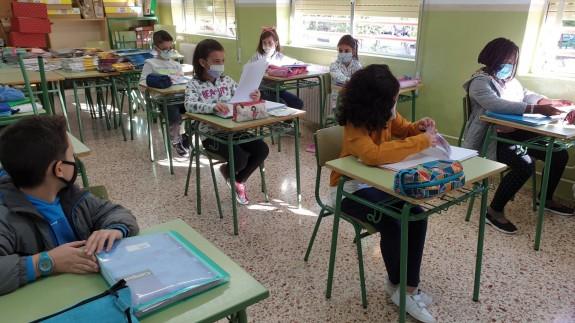 Niños en clase en Primaria.