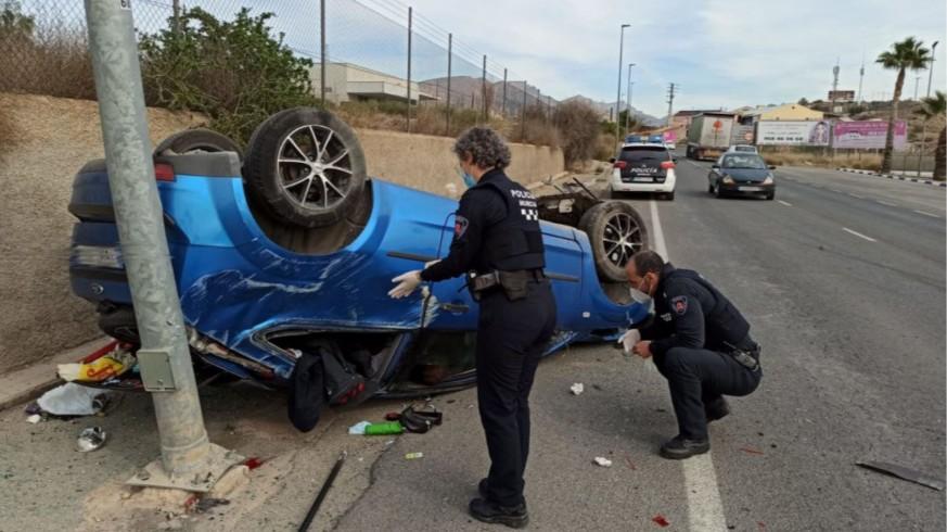 Estado en el que quedó el vehículo del conductor que cuadruplicaba la tasa de alcohol permitida. POLICIA LOCAL MURCIA
