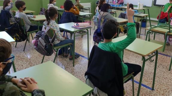 Alumnos con mascarilla en el aula. ORM