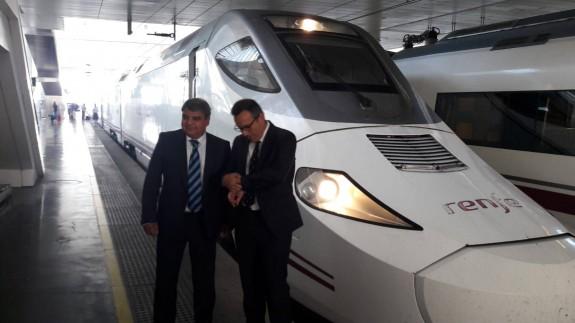 Primer viaje del tren híbrido que conecta la Región con la capital