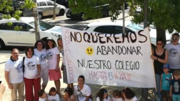 Una protesta de las familias del Colegio Lébor Alto