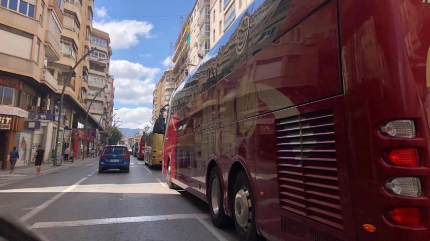 Caravana de autobuses, esta viernes en Murcia. ORM