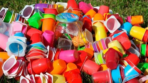 VIVA LA RADIO. Cambiemos el mundo. El plástico es un material maravilloso... que debemos destinar a cometidos más elevados