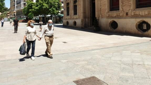 Personas con Mascarillas en la ciudad de Murcia