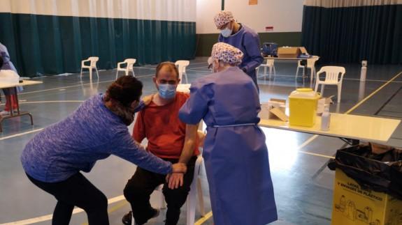 Vacunación de usuarios y trabajadores de los centros de día de Totana. SALVA LÓPEZ